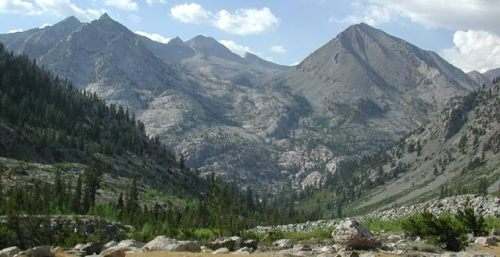 peaks along the John Muir Trail in Kings Canyon Park